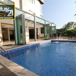 SAI KUNG VILLAGE HOUSE WITH POOL & GARDEN