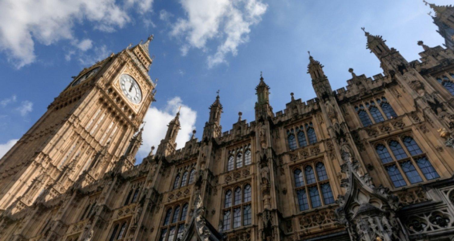 """英國議會激辯""""印花稅優惠假期延期"""""""
