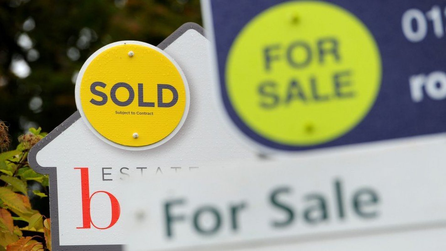 Covid: House hunters travelling 'hundreds of miles' to view homes