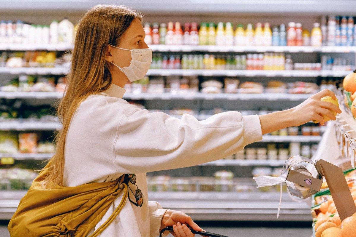 通脹: 由於食品價格上升引致整體貨品價格指數上升