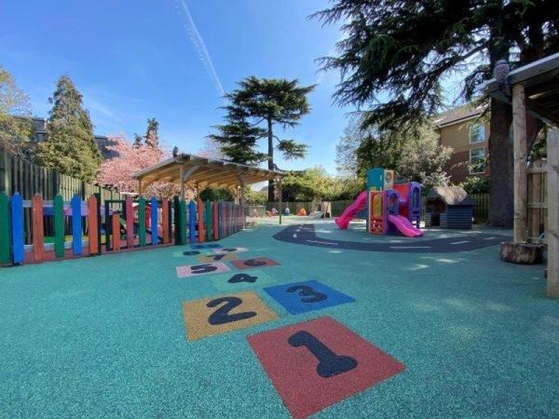 評論網站daynurseries.co.uk點出雷丁最好的幼稚園