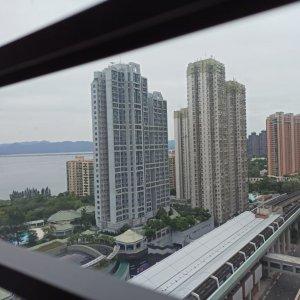 鐵路上蓋 新港城 三房 巴士總站
