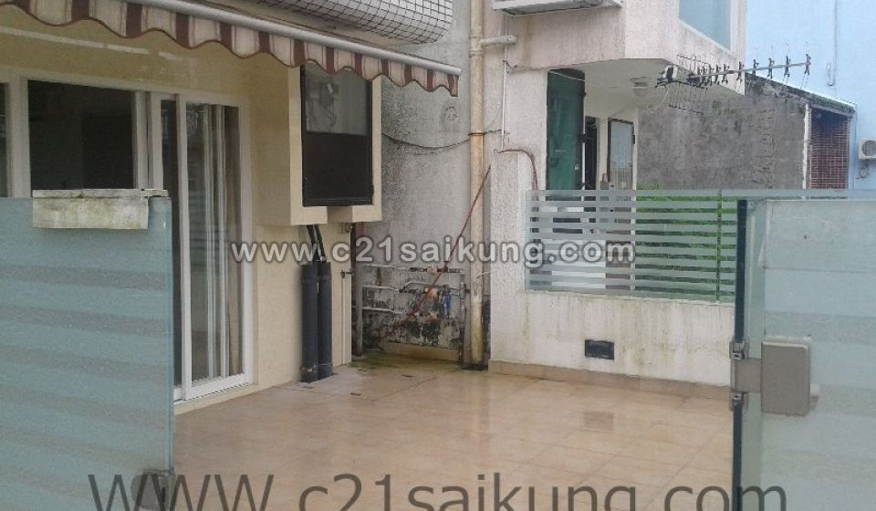 SAI KUNG MID-LEVELS, WITH GARDEN, WALKING DISTANCE TO TOWN AROUND 15 MINUTES.